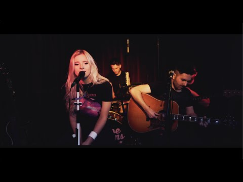 Chloe Adams - Pretty's On The Inside (Live at the Green Note)