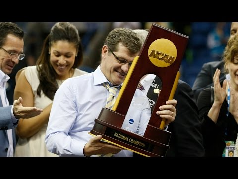 Comparing Geno Auriemma With John Wooden | CampusInsiders