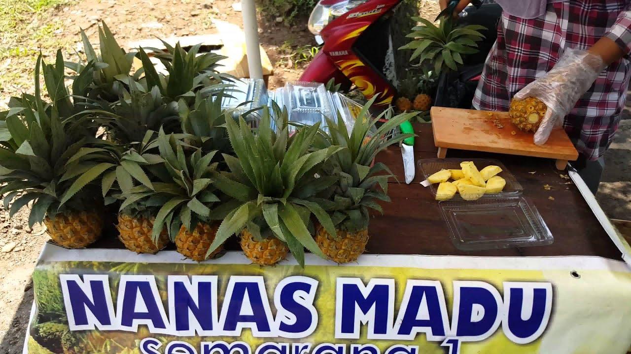 Cara Mengupas & Memotong Buah Nanas Madu | How To Peel a Pineapple