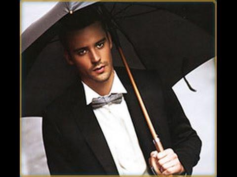 Мужские зонты de esse, представленные в ассортименте интернет магазина, классического черного цвета. Вы сможете выбрать зонты автомат или полуавтомат. Особой оригинальностью отличаются ручки мужских зонтов. Некоторые модели имеют прорезиненную удобную ручку, некоторые выполнены.
