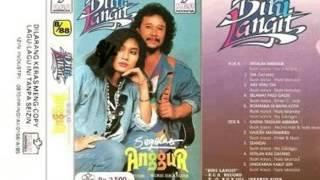 Gambar cover Biru Langit album Segelas Anggur