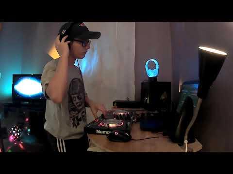 Minimal set. DJ
