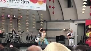ベトナムフェス2017でのステージイベント ときとうあみさんの2曲目。