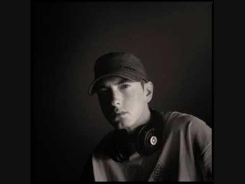 Eminem - Drop The Bomb On Em