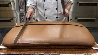 Original Chocolate Jiggly Cake Cutting thumbnail