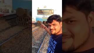 Don't Take Selfies With a Train - لا تاخذ سيلفي مع قطار
