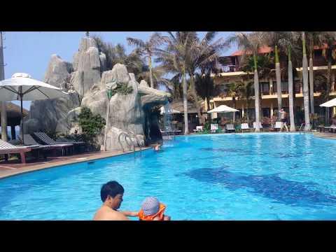 Cảnh nóng bể bơi resot Quất Lâm Nam Định