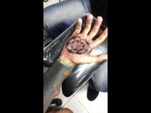 Tattoo En La Palma De La Mano By Leonelcastro Youtube