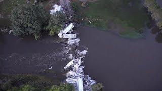 Последствия обрушения моста с грузовым поездом в США: видео с беспилотника