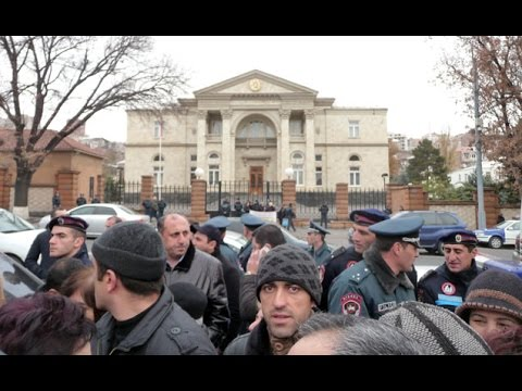 Ереван: 18 месяцев без зарплаты