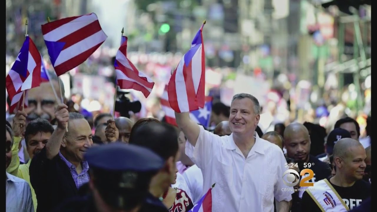 Miranda, De Blasio Help Puerto Rican Families Celebrate Three Kings Day In NYC