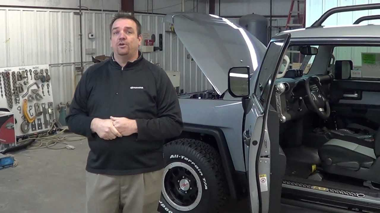 Toyota FJ Cruiser comparison against Jeep Wrangler Unlimited by Jason Swoszowski - YouTube