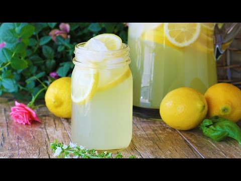 How to Make Homemade Lemonade Using Real Lemons