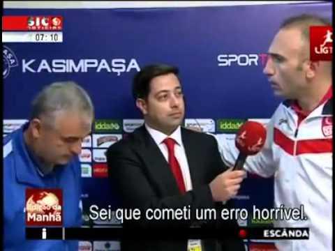 arbitro invade flash interview para assumir erro e pedir desculpa