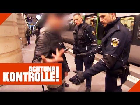 'Was willst Du von mir?' Aggressiver Schwarzfahrer muss auf die Polizeiwache! | Achtung Kontrolle