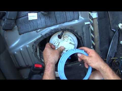 2008 Toyota Corolla How to change fuel pump Αλλαγή αντλίας καυσίμου Yiannis Pagonis