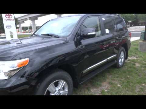 2013 Toyota Land Cruiser Review 1