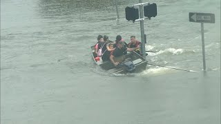 Good Samaritans rescue Houston residents with boats