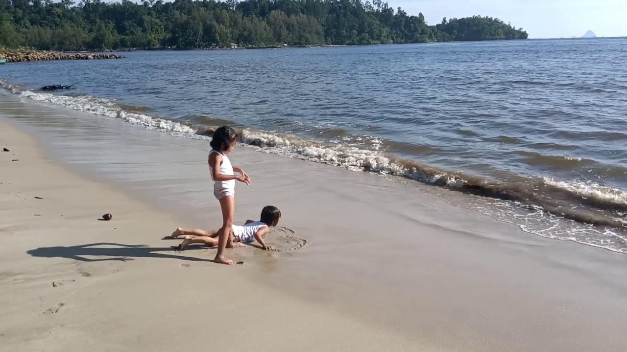 icha dan nindi di pantai Pandan Tapanuli Tengah - YouTube