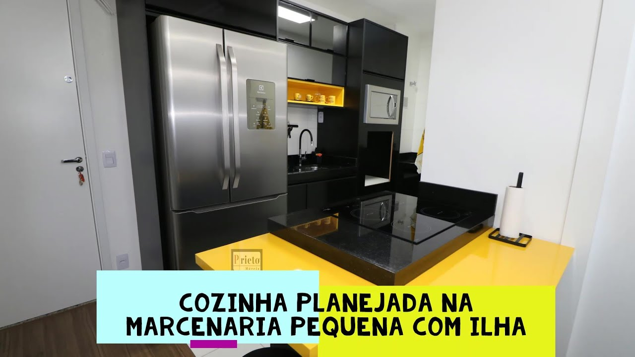 Prieto Móveis - Cozinha planejada na marcenaria pequena com ilha, apartamento pequeno em Osasco.