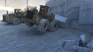 Cat 992 And Komatsu WA900 Wheel Loaders In The Biggest Marble Quarry In Europe - Birros Marbles