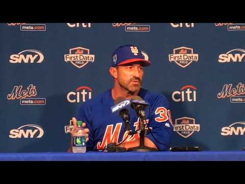 Mets' Mickey Callaway holds court at spring training