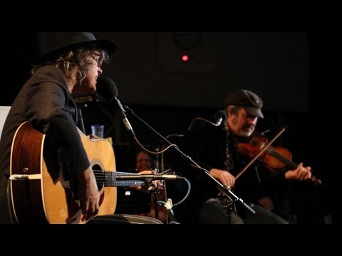 The Waterboys' Whole of the Moon performed