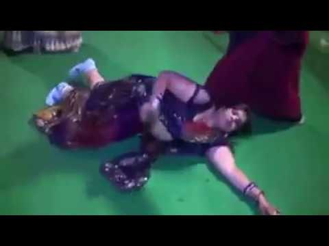DO GHUT PILA DE SATHIYA LADIES DANCE