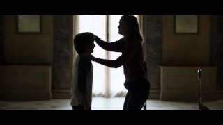 Скачать Leighton Meester Kissing A Little Boy