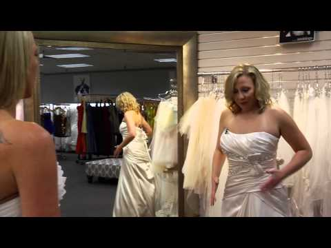 Finding the Perfect Wedding Dress- Two Friends Find Their Wedding Dress Together Mp3