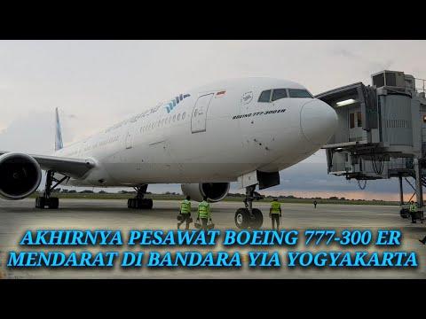 Pesawat Garuda Boeing 777-300 ER Akhirnya Mendarat Di Bandara YIA