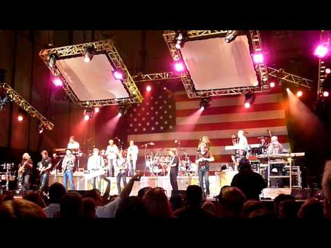 Chicago & The Doobie Brothers - Listen to the Music.
