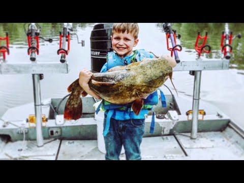Carson - Happy Kid Catches HUGE Fish