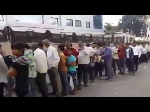 Biggest line in the world deposit cash in bank in India gujart