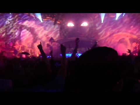 Tiësto Hard Rock Sofa & St  Brothers vs  Adele   Blow Up In The Deep Axwell Bootleg @ Tomorrowland 2011 Mainstage