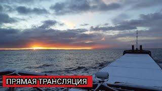 Рассвет в прямом эфире в море вдоль норвежского берега