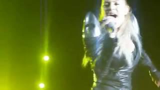 A Fergie olhou pra mim, apontou pra mim, cantando Don't Lie @ Floripa, Brazil 01 11 2010