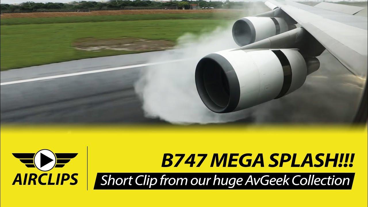 INCREDIBLE!! Boeing 747-400 MEGA SPLASH during thrust reverse - EVA ...