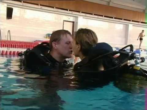 Смотреть видео про поцелуи в бассейне голами фото 686-783