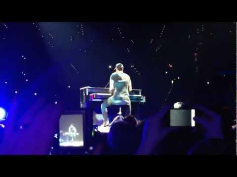 Luke Bryan singing Justin Bieber 2013