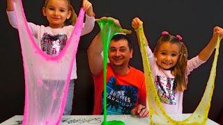 Папа и девочки играют и делают разноцветные слаймы / Magic Twins