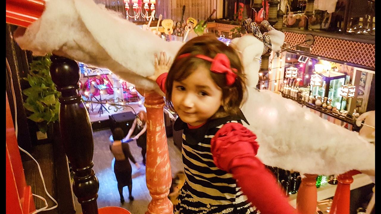 Парни балуются с игрушками фото 528-749