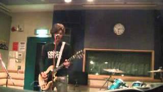 2011.04.16撮影 現在練習中の「FLOWER/吉井和哉さん」をコピー演奏させ...