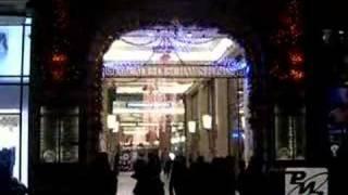Париж превратился в Город Света. РИА Новости(На знаменитых Елисейских полях в Париже зажглась рождественская иллюминация. Главной особенностью этого..., 2007-11-29T05:54:57.000Z)