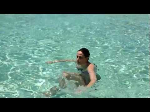 C mo se diagnostica un esguince cervical doovi for Ejercicios espalda piscina
