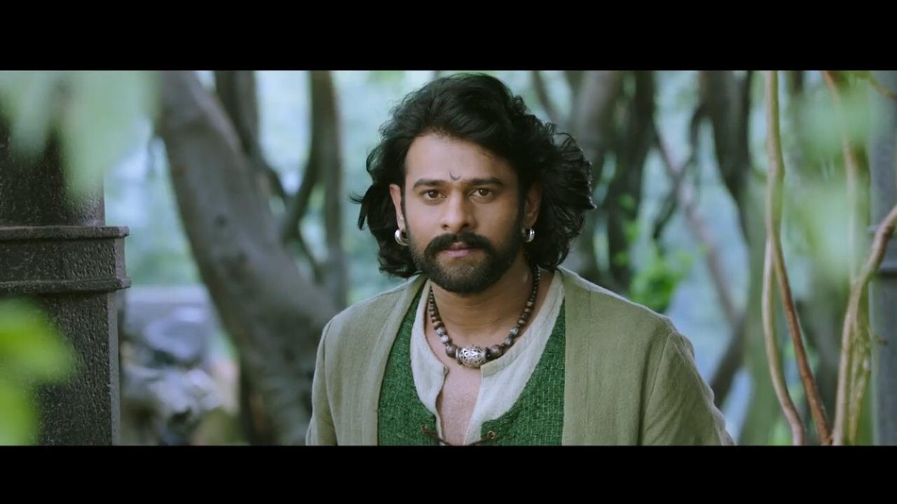 гифка индийское кино бахубали причёской
