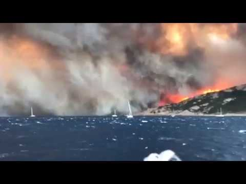 Plaisanciers fuyant le mouillage de Cap Taillat. Juillet 2017