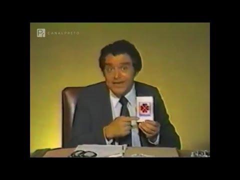 Don Francisco comercial provida pero cada vez que apunta con el dedo es Necrosis en Sabado Gigante