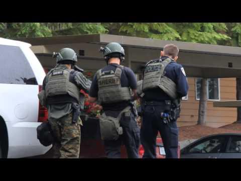 Washington County Sheriff SWAT Makes Entry into Apartment