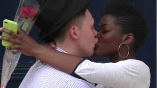 Fransız Öpücüğü İstemek - Demand A French Kiss